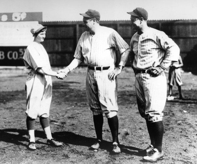 Jackie Mitchell, l'unique femme de l'Histoire à avoir battu Babe Ruth et Lou Gehrig, deux légendes du baseball aux États-Unis. Une photo datant de 1931.