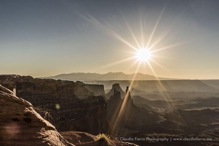 """CFN_Photography on Twitter: """"Looking down deep into de #canyons near #mesaarch in #canyonlands. Splendid view during #s… http://t.co/hkMRAlC71W http://t.co/lxrRt1MFZV"""""""
