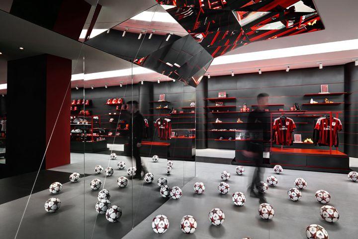 Casa Milan by Fabio November - Milan, Italy Mirrors