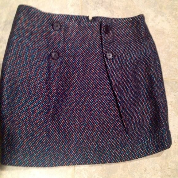 REDUCED $💕Armani exchange💕 skirt Gorgeous Armani exchange skirt-tweed like fabric with navy blue silky liner is &zips up  back with flattering buttons down the front 😊perfect length can be one with heels,boots,flats and denim shirt for more casual look! Worn twice A/X Armani Exchange Skirts