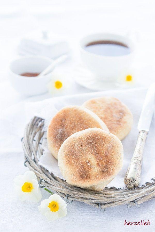 Brot Rezepte: Leckere Toasties oder English Muffins! Einfach und leicht zu backen nach diesem Rezept von herzelieb.