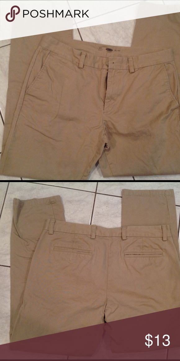 Men's slim fit khaki's Only worn a few times. 33x30.  Slim fit Old Navy Pants Chinos & Khakis