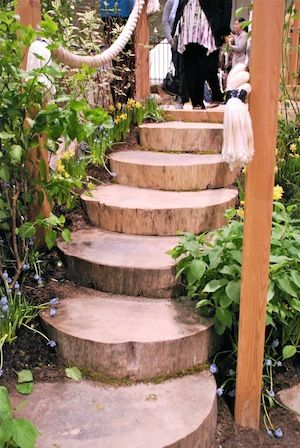 Outdoor Play: Log Steps. or log rings under treehouse #Outdoors_in_Log_Cabins…