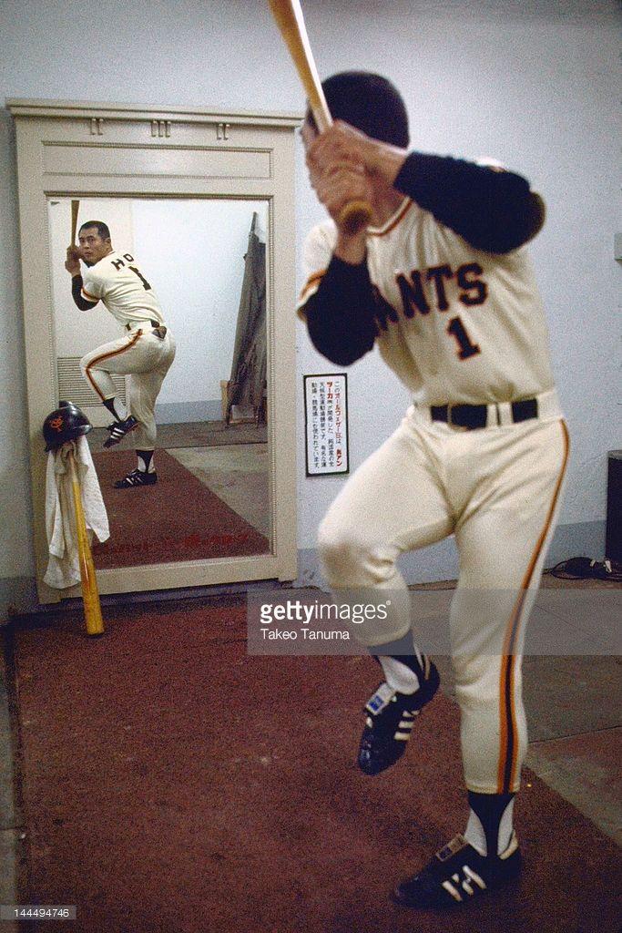 baseball-nippon-professional-baseball-tokyo-giants-sadaharu-oh-swing-picture-id144494746 (683×1024)