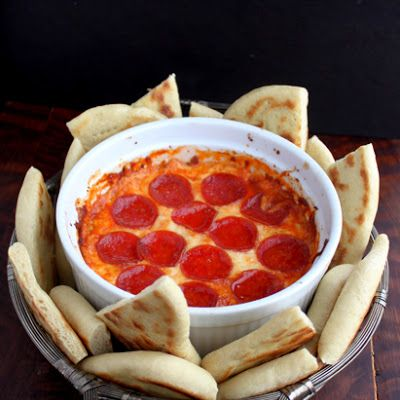 Lazy 4-Layer Pizza Dip @keyingredient #cheese #italian