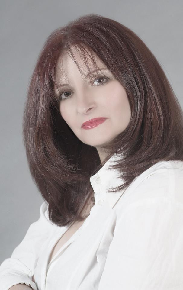 Η γνωστή συγγραφεάς που έγραψε την ζωή της σε βιβλίο κ έγινε τρεις φορές best seller Αλεξάνδρα Συμεω...