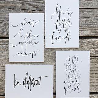 Habe mir ein paar meiner liebsten Handletterings als Postkarten drucken lassen. Je 25 Stück. Weil ich immer mal gerne eine persönliche Nachricht in meine Päckchen lege. Bin dieses Mal wieder sehr begeistert 💕#blick7papeterie #blick7diy