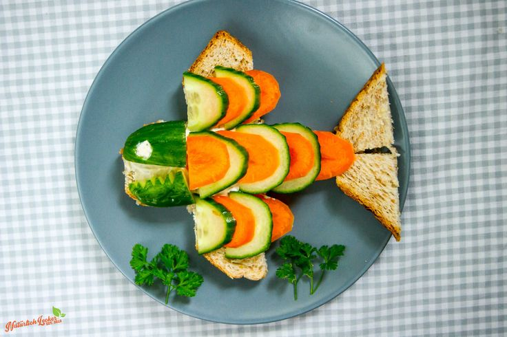 Hier seht ihr den Gemüse Hai aus meiner neuen Serie auf YouTube für mehr #buntekinderteller auf der ganzen Welt.