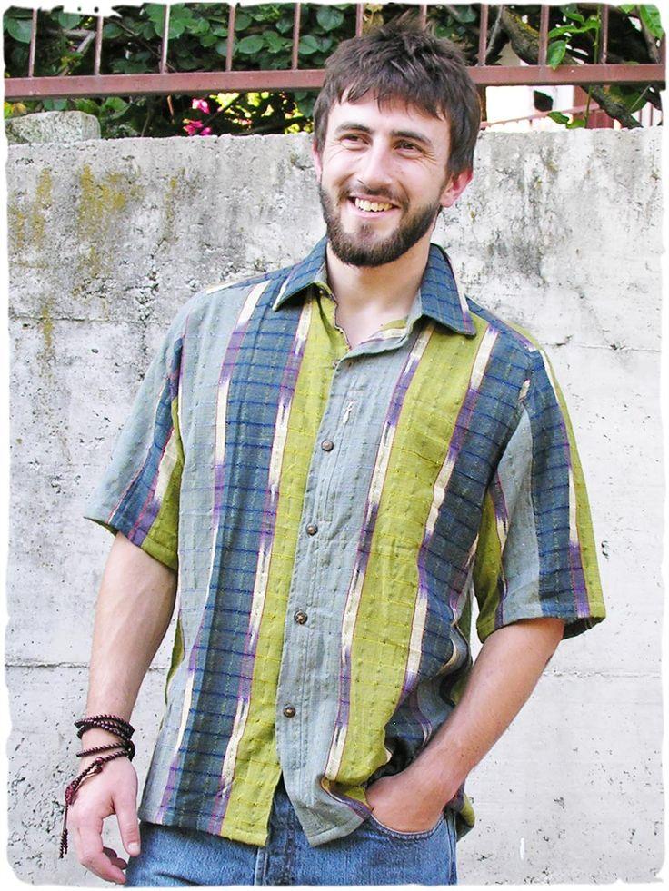 Camicia uomo Mario #camiciaetnicauomo a manica corta con bottoni in legno di cocco. #Modaetnicauomo #Camicieuomo #Modaetnica