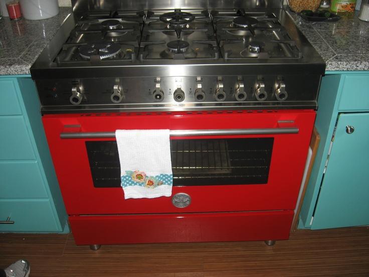 my stove bertie a ferrari red bertazzoni italian 6 burner gas range with convection oven. Black Bedroom Furniture Sets. Home Design Ideas