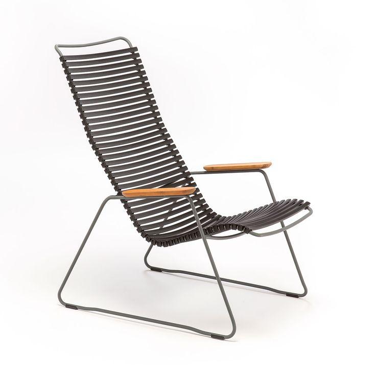 Click gungstol är tillverkat av ett pulverlackerat stålstativ med enkla, ergonomiskt väl genomtänkta plastlameller. Lamellerna går lätt att plocka av och ersätta med nya i andra färger, på så sätt kan du skapa dig en helt unik stol. Lamellerna är utformade så att de sviktar precis lagom, därför behövs ingen dyna. Stolen har armstöd och …