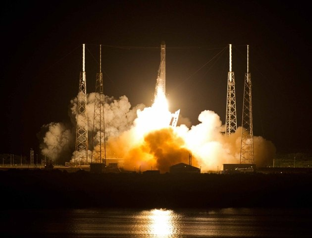SpaceX Dragon Proves Galactic Cargo Shipping is Big Business