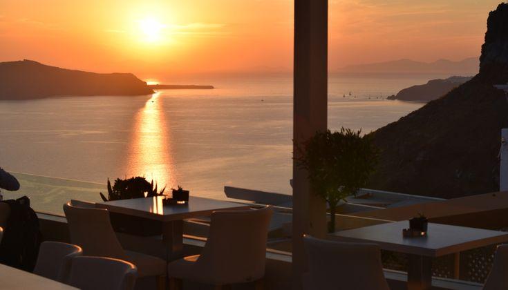 Ο σεφ Κώστας Αγγελόπουλος εξελίσσεται σεμνά και διακριτικά και συνεπικουρούμενος από το πάθος του ιδιοκτήτη Λουκά Κατρή κάνει το Idol, στα Φηρά, ένα από τα καλύτερα και πιο ενδιαφέροντα εστιατόρια της Σαντορίνης.