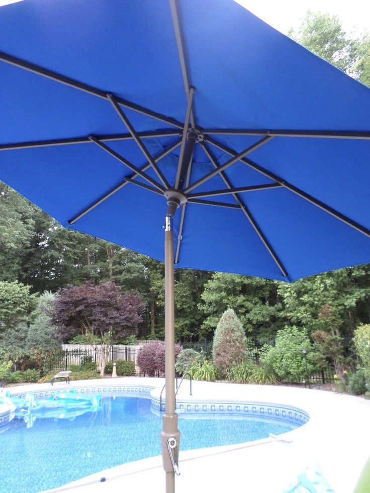 Large patio umbrellas come in many shapes and sizes - from a rectangle patio umbrella to a cantilever patio umbrella. Get your guide for choosing the best one for your pool area.