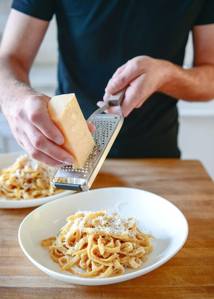 how pasta is made Unlike dried pasta, fresh pasta takes only two or three minutes to cook, max stuffed pasta, like ravioli, will rise to the surface and float when ready don't add any oil to the pasta water.