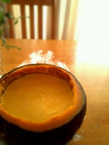 実家から貰ったかぼちゃで、まるごとプリン。  固めるだけ簡単(^з^)-☆ - 167件のもぐもぐ - まるごとかぼちゃプリン by うさかめ