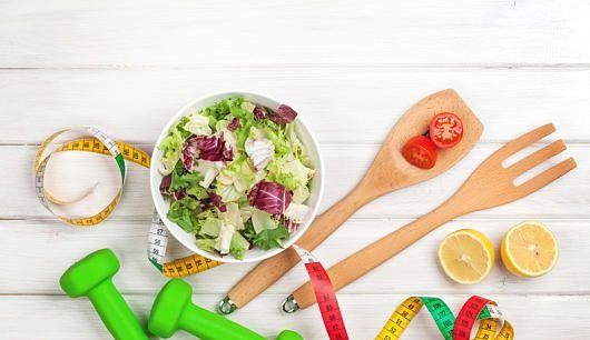 Wer einen 1500 Kalorien-Tag einlegt, verliert schnell ein Pfund Körpergewicht