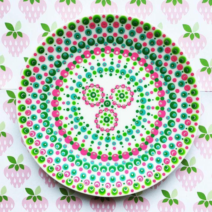 #stippen #eindresultaat #dots #diy #kunst #art #handgemaakt #meditatie #vrolijk #roze #groen #zilver #bordje #porselein #porseleinverf #hobby #handmade #abmlifeiscolorful #creatief #creabea #creative #minimandala #mandala #zen