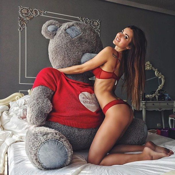 Boy And Girl Hugging Wallpaper Love Style Cute Girl Outfit Teddy Bear Pinterest