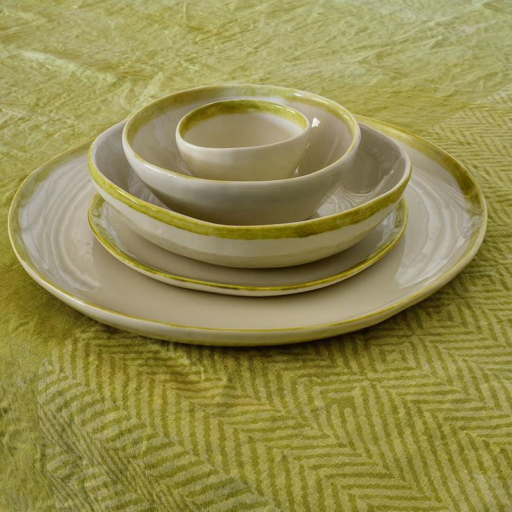 Hand-painted modern linen chevron tablecloth in lime green. #Handcrafted in Italy by @stamperia_bertozzi  #homedecor #interiors #interiordesign #handmade #textiles #craft #artisan #homestyling #limegreen #tablesetting #tabledecor #ceramicart #porcelain #colourpop #colours #decor #decoration
