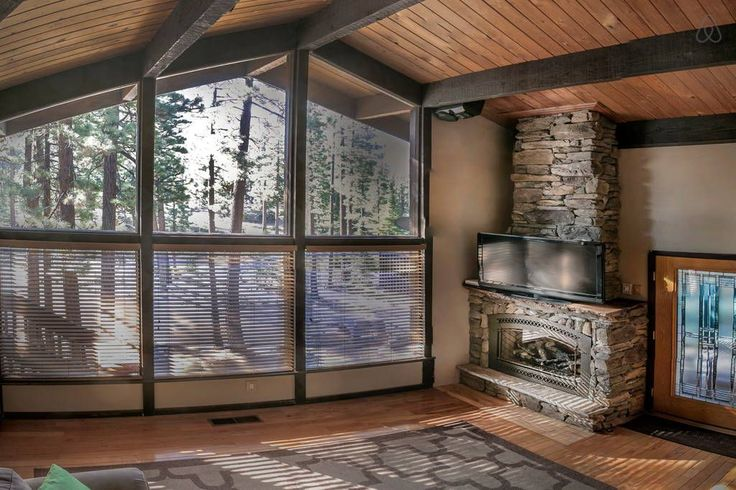 Lake Taho. House in Zephyr Cove-Round Hill Village, United States. Lake Village Town Home with Vaulted Ceilings: Sleeps 4-6  Private community of 365 town homes located by the lake on the edge of South Lake Tahoe:   --------------------------------------------------- 1.3 mile to Heavenly Ski Resort Gondola  1.2 m...