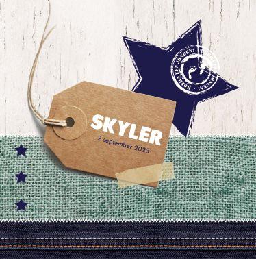 www.hetuilennestje.nl geboortekaartje Skyler River Jax: Stoer! Hout, naamlabel, plakbandjes, jute/ stof, jeans/ spijkerbroek kleur, donkerblauw/ blauw, sterretjes, Mint groen blauw, bruin en wit, modern.