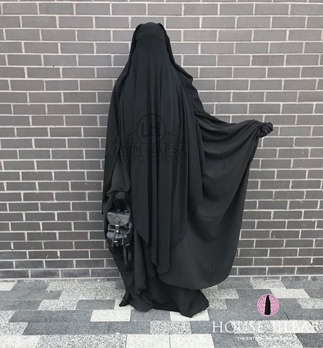 Back In Stock Fall In Love With The Maxi Khimar By Hijrab An Amazing Piece With A Beautiful And Gr Muslim Fashion Hijab Niqab Fashion Islamic Clothing