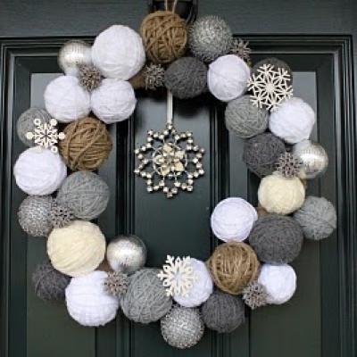 snowball wreathChristmas Wreaths, Holiday Wreaths, Yarns Ball, Front Doors, Yarns Wreaths, Ornaments Wreaths, Winter Wreaths, Yarn Wreaths, The Holiday