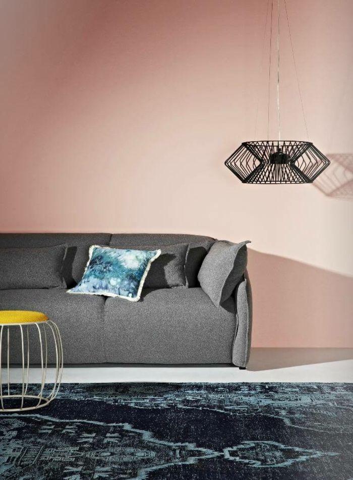 1001 Ideen Fur Bilder Fur Wandfarbe Altrosa Die Modern Und Stylisch Sind Wohnzimmer Grau Rosa Kleiner Kissen In Blau Gra In 2020 Home Decor Furniture Couch