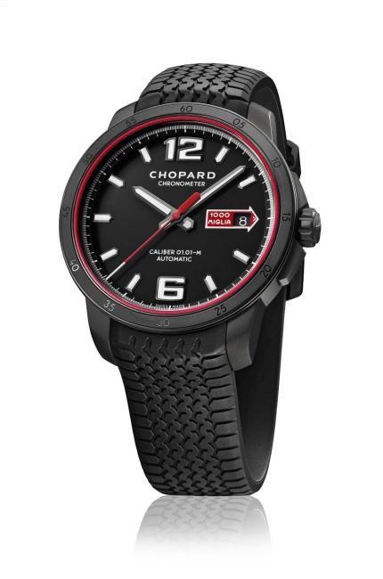 Mille Miglia GTS Automatic Speed Black de Chopard es un homenaje a las míticas carreras automovilísticas italianas, con su correa de caucho negro inspirada en un neumático Dunlop 'vintage', acero ennegrecido y el rojo emblemático Rosso Corsa. Es una edición limitada a 1.000 ejemplares (6.800 euros).