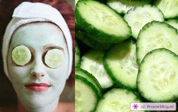 Als je alleen al een schijfje komkommer op je ogen legt, ben je in een mum van tijd verlost van vermoeide en opgezwollen ogen. Wat voor wonderen zou je dan