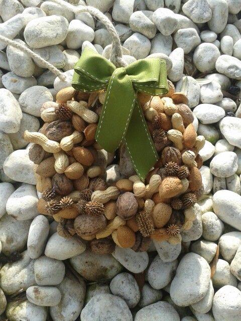 Ghirlanda con noci arachidi e mandorle
