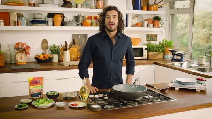 Bosh! Joe Wicks makes a yummy King Prawn Stir Fry with Uncle Ben's Wholegrain Egg Fried Rice. Healthy, quick and easy. Uncle Ben's and Joe Wicks bring you a ...