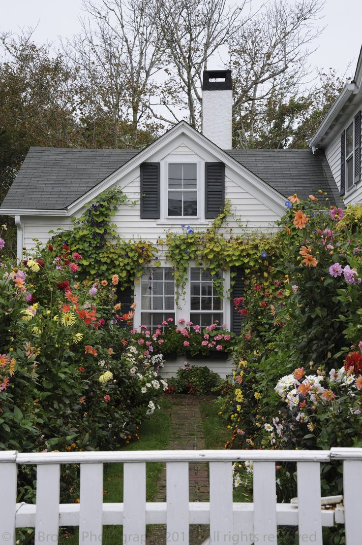 Cottage Charm ~ Grandma's House ~ Edgartown, Martha's Vineyard. Photo LA Brown Reminds me of my grandma Irvings farm garden.