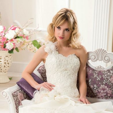 Get Huge Collection of Perfect #BridalDress 👗 for Your #Wedding Under $990.00 Dial Our Phone Number ☎️ Now for Booking: 02 9756 4007 #DesignerWeddingDresses #weddingGown