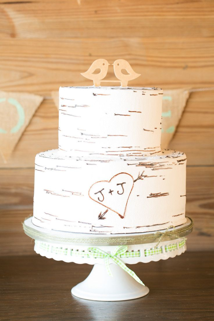 Photography by Amalie Orrange www.amalieorrangephotography.com Cross Creek ranch wedding Love bird wedding cake Wedding cake with wooden birds Tree cake