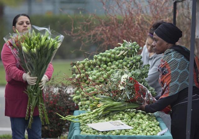 Sacramento Farmer's Market - Eighth street at W. St. - 8-12 on Sundays