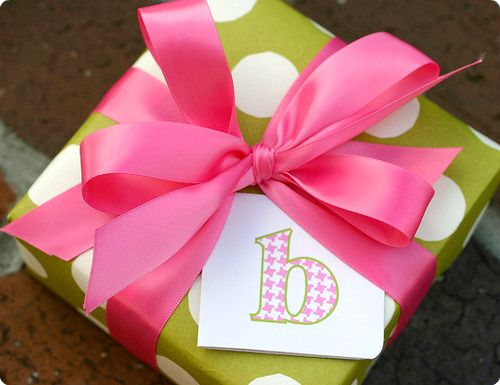 .: Monograms Gifts, Polka Dots, Monograms Wraps, Gift Wrapping, Gifts Ideas, Girls Gifts, Pink Ribbons, Pink Bows, Gifts Wraps