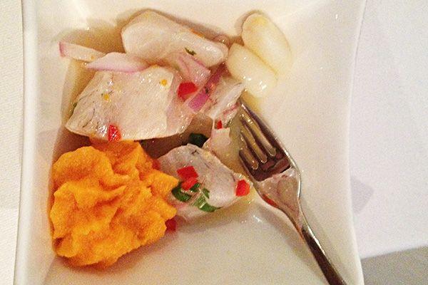 Ceviche vom Loup de Mer mit Peperoncini, Koriander, weissem Mais und Süsskartoffel