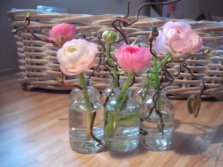 Sechs wunderschöne Mini-Vasen (als Arrangement *zusammengeklebt*).     Dekorier´ sie mit Deinen Lieblingsblumen und der Frühling zieht ein.    Die ...