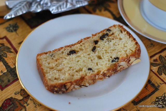 Хлеб к утреннему кофе, хлеб к вечернему чаю, хлеб к кружке молока после школы. Самый вкусный - первый ломоть. Пышный, дышащий, сладкий. Хлеб этот хорош как в свежем виде, так и поджаренный в тостер...