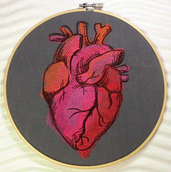 gestickt Anatomisches Herz Painted im Stickrahmen von Elo Kreuz und Quer auf DaWanda.com