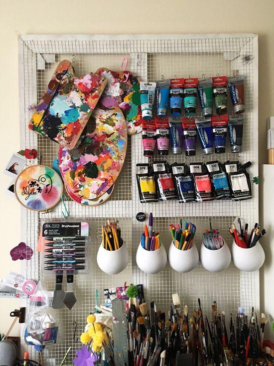 30 idées pour ranger des tubes de peinture à l'atelier !!! http://www.amylee.fr/2017/03/idees-ranger-peinture-atelier/ #storage #art #paint #organizer