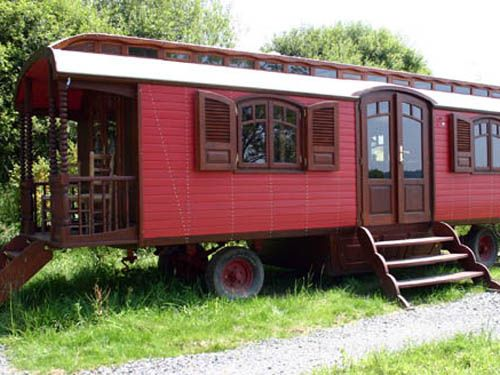 perfect - my mom always wanted an old train car in the backyard - would make a great studio space