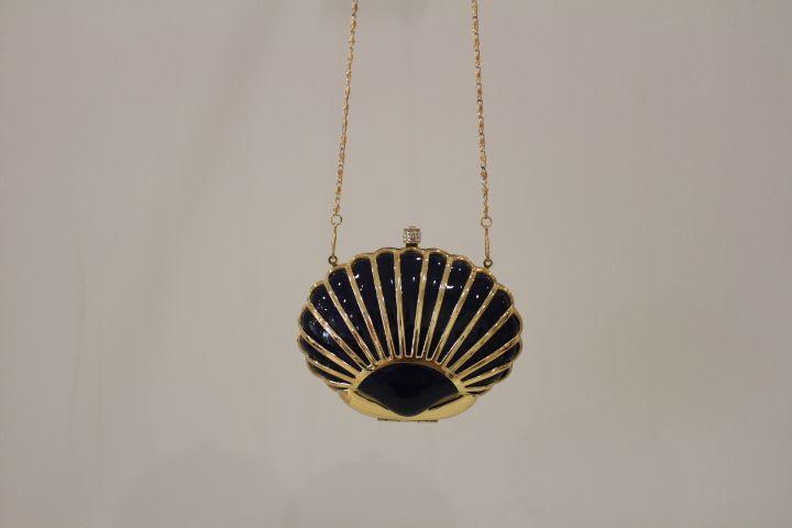 Clutch negro forma de concha #boda #invitada #wedding #guest #handbag