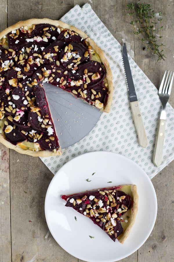 Hartige taart van rode biet met geitenkaas en tijm   via BrendaKookt.nl