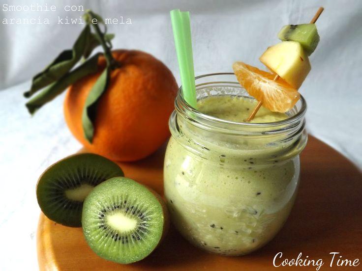 Smoothie con arancia, kiwi e mela