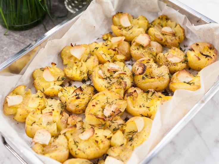 Krossad potatis med vitlök och timjan   Recept från Köket.se