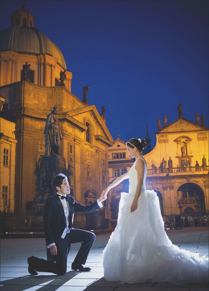 Prague pre weddings / W&E romantic session near the Charles Bridge