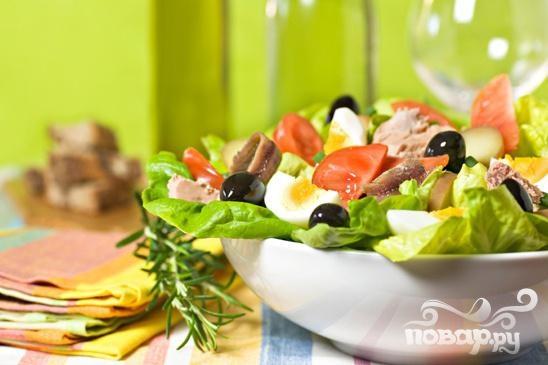 Очень вкусный французский салат Ницца (Salade Niçoise) с восхитительным ароматом, нежный и красивый. Тем кто любит салат с тунцом - этот салат придется по душе.